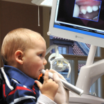 Díky dentální hygieně Praha předejdete parodontóze